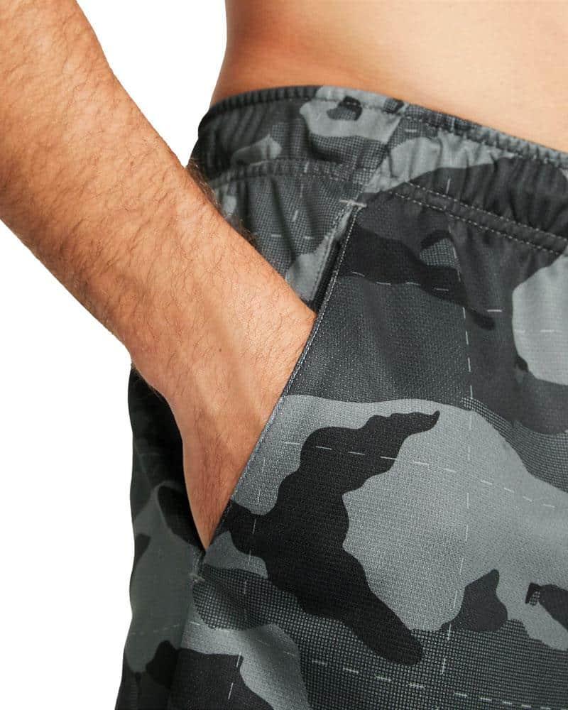 Nike Mens Dri-FIT Camo Shorts 5.0 smoke gra black pocket