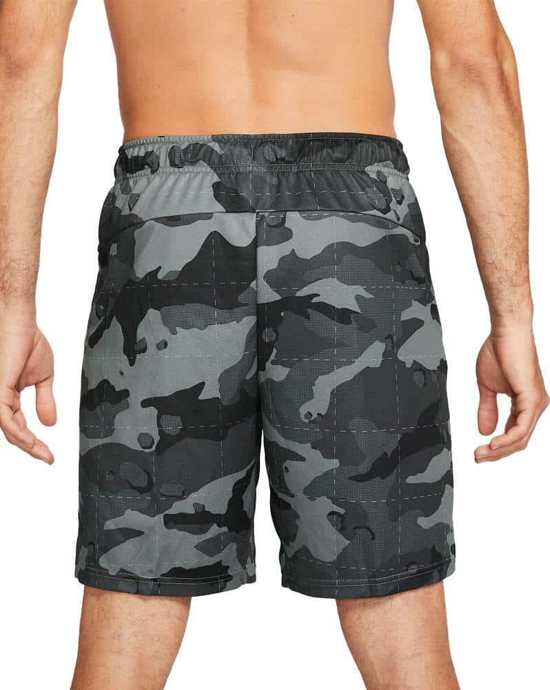 Nike Mens Dri-FIT Camo Shorts 5.0 smoke gra black worn back