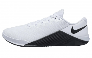 Nike Metcon 5 in White/Black