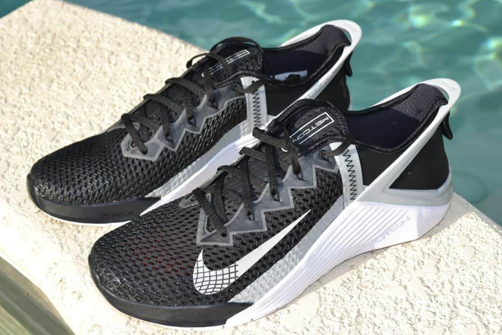 Nike Metcon 6 FlyEase versus Regular Nike Metcon 6.