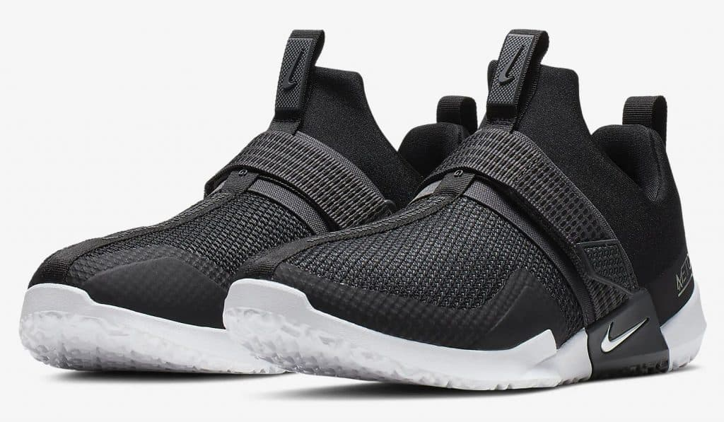 The Nike Metcon Sport Cross Training Shoe is designed for heavy weightlifting like all Metcons, but is updated for increased agility during explosive movements and speed drills.