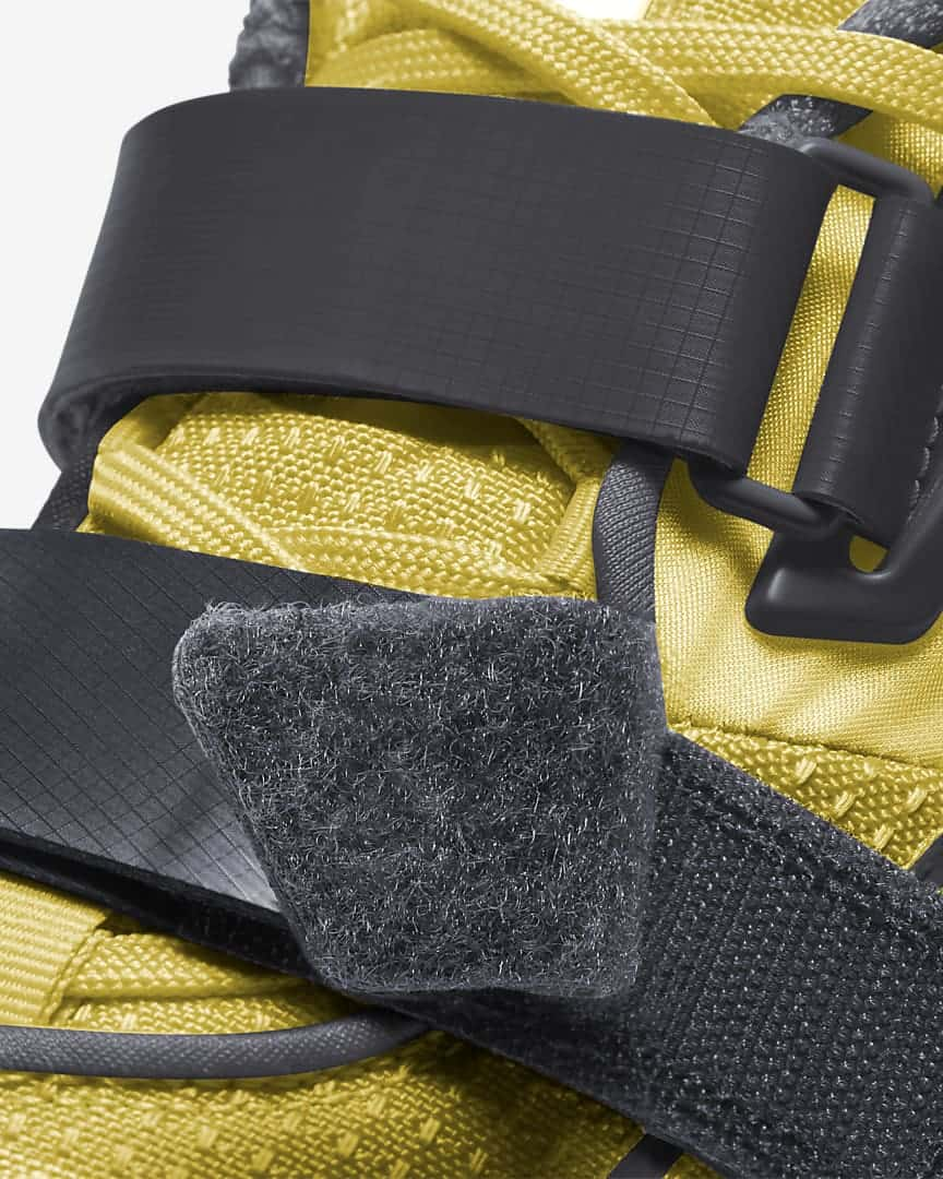 Nike Romaleos 4 strap close up
