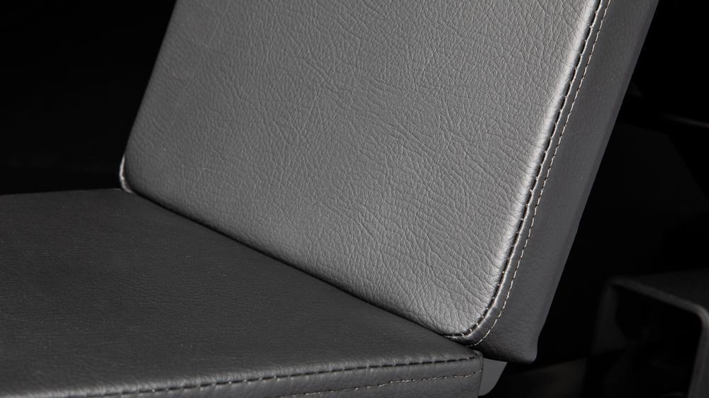 Rogue Adjustable Bench 3.0 seat close up