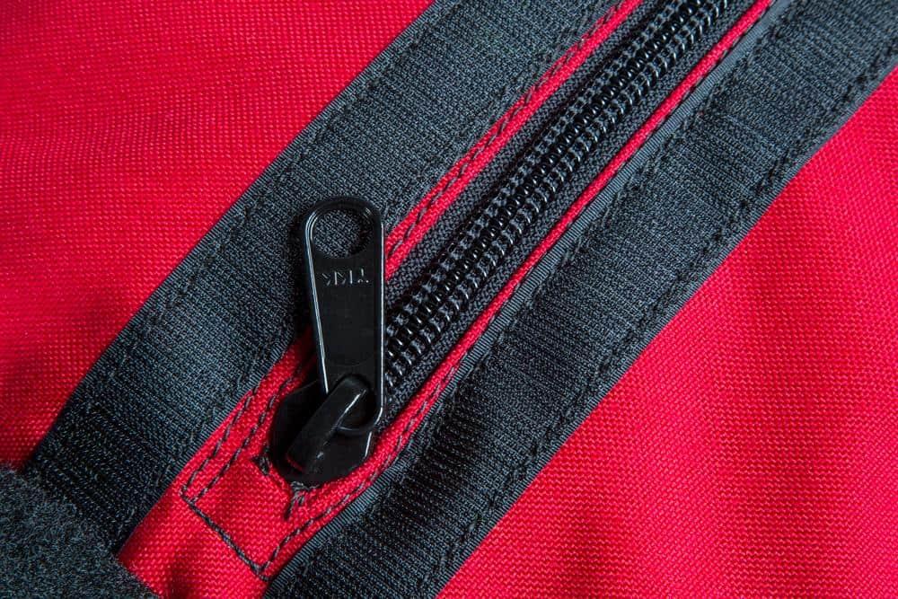 Rogue Color Strongman Sandags red close up zipper