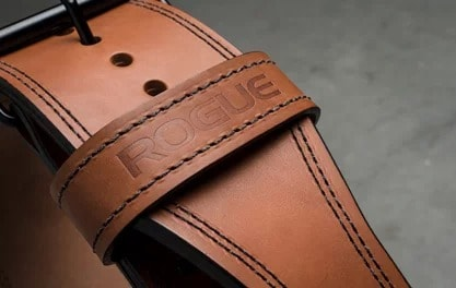 Detail of the english bridle leather and double stitching used in the Ohio Premium lifting belt.