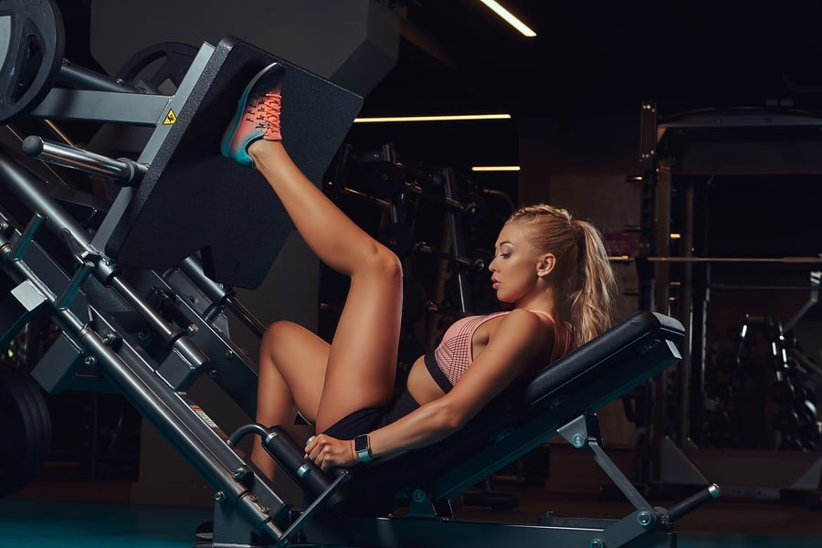 Woman using the leg press in a unilateral fashion - training one side of her body