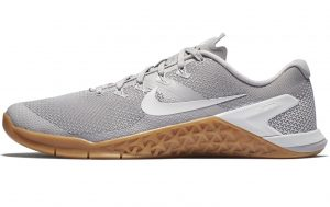 Nike Metcon 4 Mens in ATMOSPHERE GRAY / VAST GRAY-GUM MED BROWN
