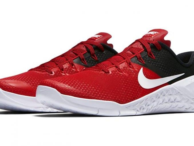 NIke Metcon 4 - the best CrossFit Training Shoe - shown here in University Red and Black/White color combination - best looking training shoe for 2018!