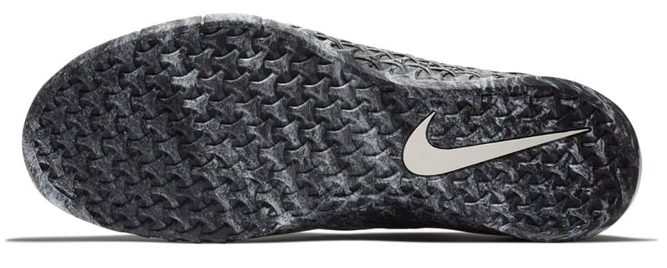 Nike Metcon 4 - The sole retains the allover rubber tri-star texture for traction in all directions