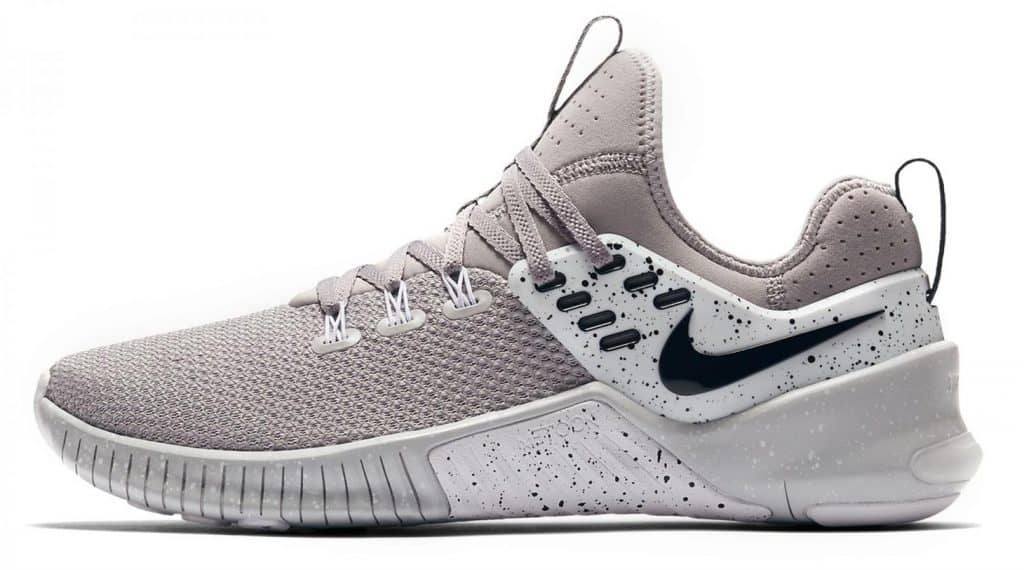The Nike Free x Metcon Training Shoe combines the lightweight flexibility of Nike Free with the durability and stability of Nike Metcon shoes